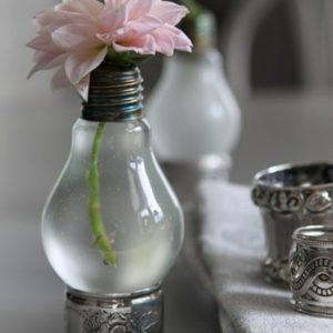 Váza ve tvaru žárovky